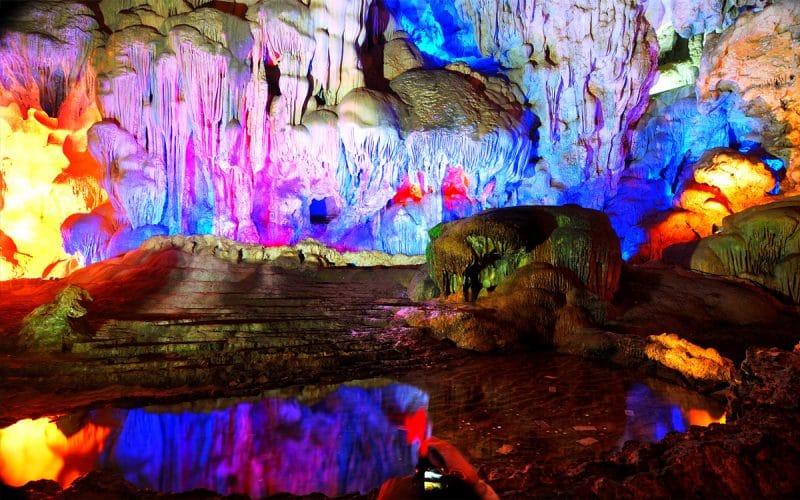 Vẻ đẹp của Hang Hanh trên Vịnh Hạ Long